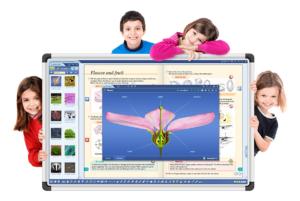 Дети у интерактивной панели с ПО mozaBook